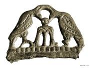 7 Навершие кресала с двумя фигурками птиц и фигурой божества