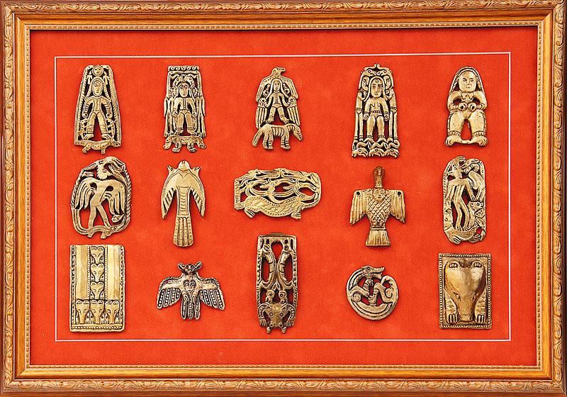 Панно «Пантеон Пермского звериного стиля» с фигурками из композитных материалов. Размер: 50х33 см. Цена: 2500 р.